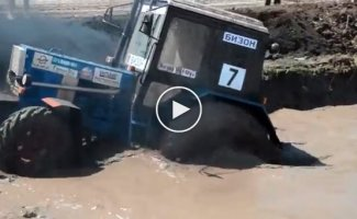 Невероятные гонки на настоящих тракторах. Бизон Трек-Шоу