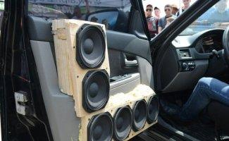 Ужасные примеры установки автоакустики (18фото)