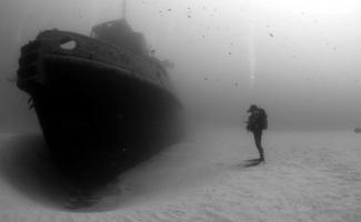 Пост из-под воды: затонувшие корабли и не только (45фото)