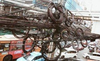 У электрика случился бы инфаркт! Как провода мешают смотреть на небо в разных странах мира (18фото)