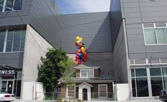 25 упрямых домовладельцев, которые отказались переезжать (25фото)