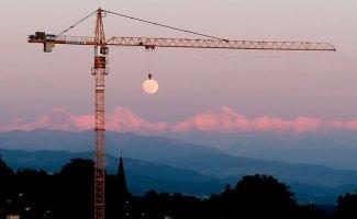Краны, которые строят дома из луны (нет) (25фото)