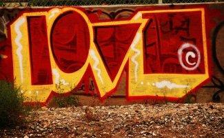 Город говорит о любви: признания от стен и фасадов (30фото)
