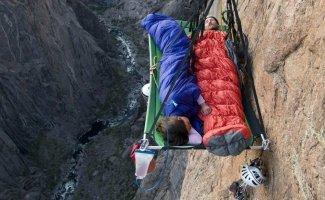 Как спят скалолазы (23фото)